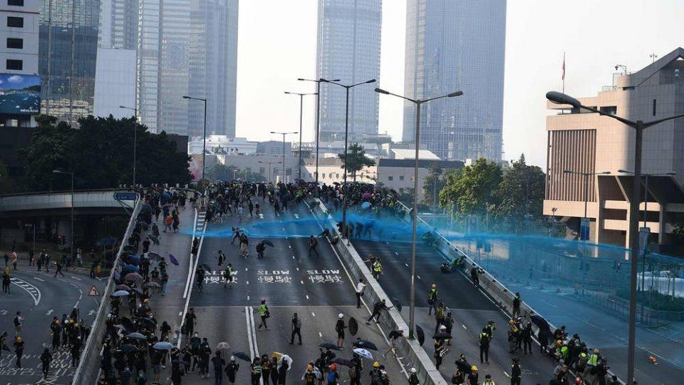 Ескалација на насилствата во Хонг Конг, затворено метрото