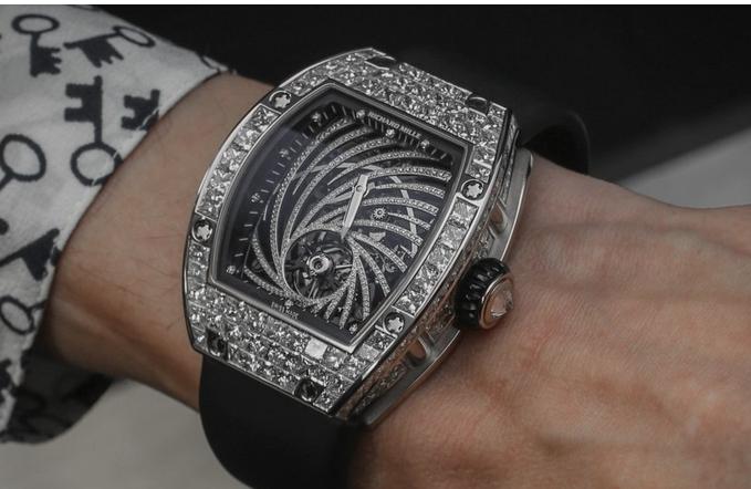Крадец украл часовник од 800.000 евра, но му испаднал мобилниот телефон