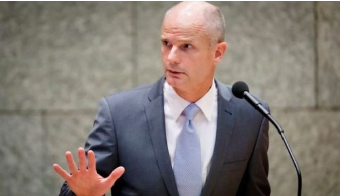 Холандскиот министер за надворешни работи: Не треба да се отворат преговори со Албанија