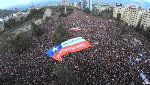 Оставка од сите министри побара претседателот на Чиле, по милионскиот протест