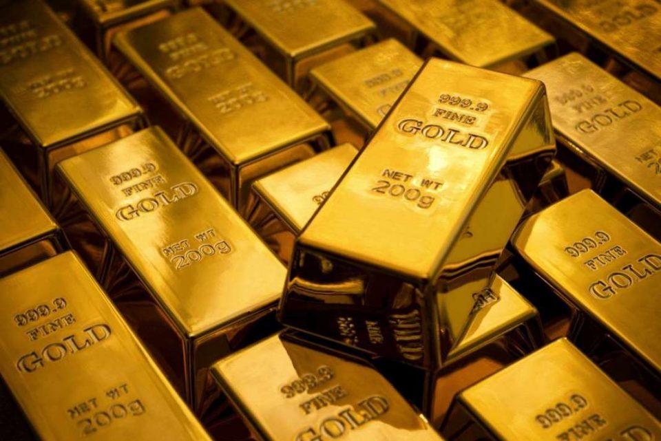 Десетгодишни деца во Франција играјќи си нашле заборавени златни прачки скриени во плакар