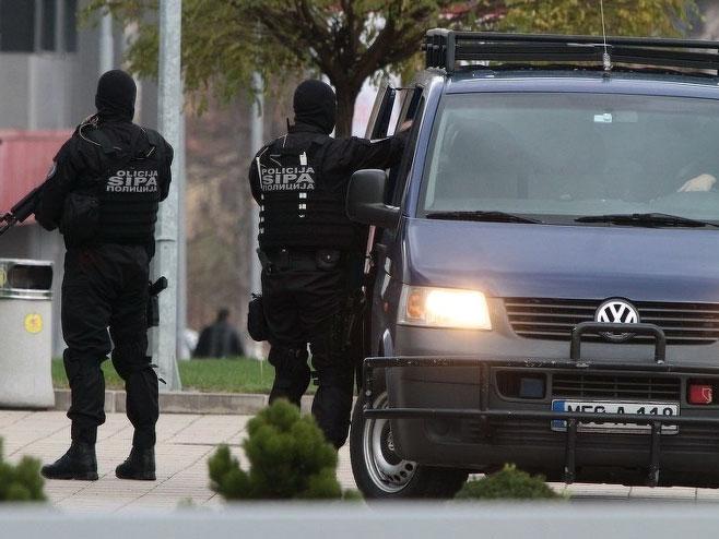 """Операција ,,Перо"""": Поради лажни дипломи во БиХ уапсени 22 лица, меѓу кои и поранешен политичар"""
