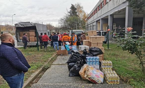 Вработените во ЈП Комунална хигиена – Скопје со хуманитарна помош за погодените во Албанија