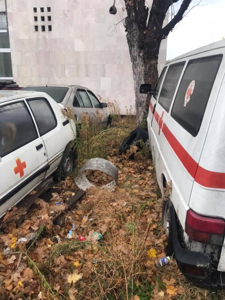 Возилата на Итната медицинска помош скапуваат во поликлиника Букурешт
