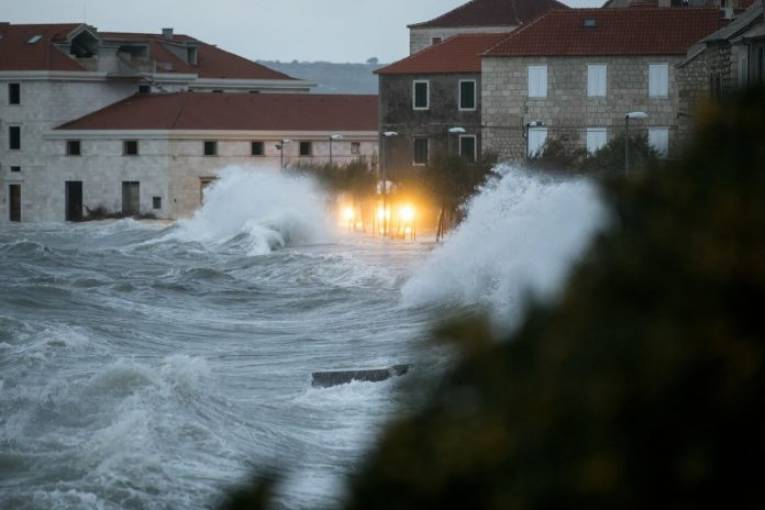 Невремето во Сплит предизвика паника кај населението