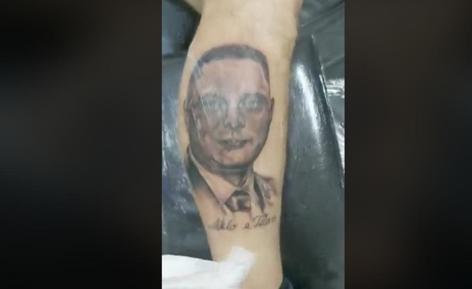 БИЗАРНО: Фан го истетовирал Митко Јанчев