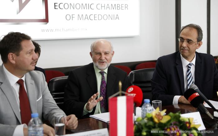 Странските инвеститори ќе ја почекаат одлуката на владата за намалување на данокот на увоз