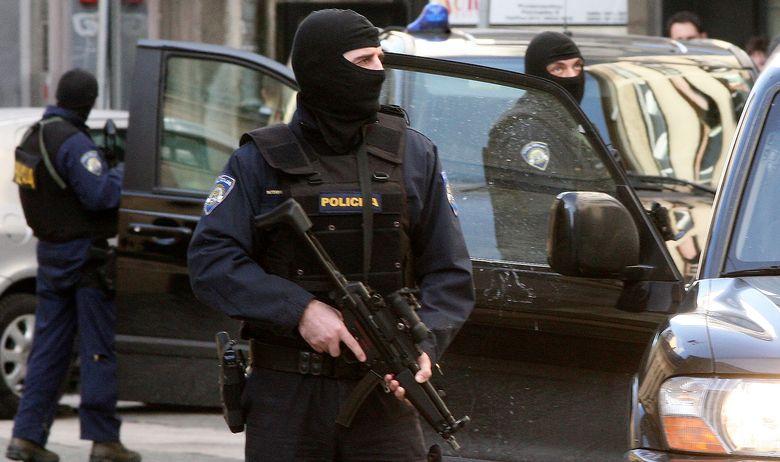 Во Хрватска разбиена криминална група која работела за српски и црногорски мафијашки кланови