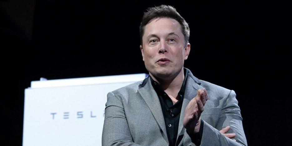 """Илон Маск се обидел да ја продаде Тесла на """"Аpple"""""""
