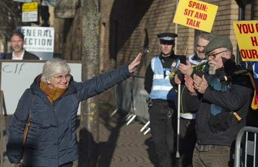 Поранешната каталонска министерка за образование и се предаде на британската полиција