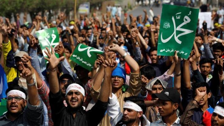 Пакистанската опозиција бара оставка од премиерот Кан