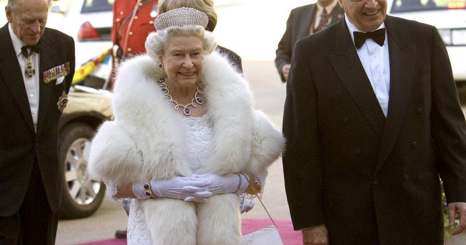Кралицата Елизабета повеќе нема да носи крзно