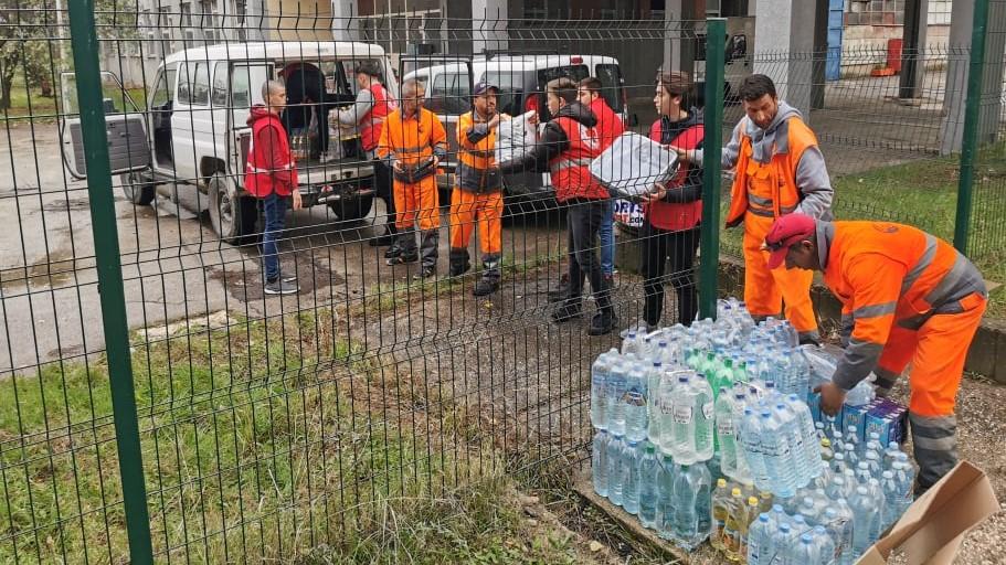 Вработените во ЈП Комунална хигиена – Скопје испратија 208 пакети хуманитарна помош  во Албанија