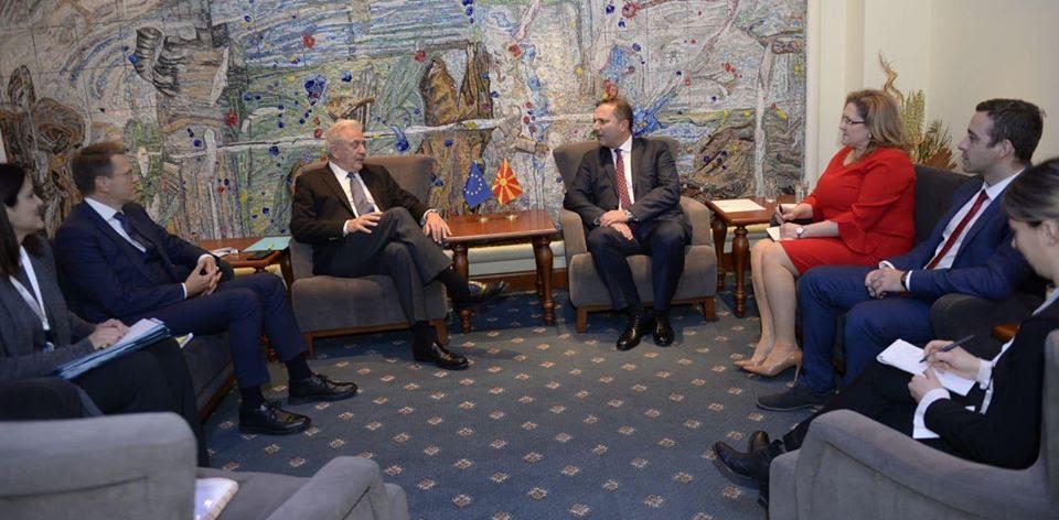 Спасовски се сретна со еврокомесарот за внатрешни работи и миграции, Аврамопулос