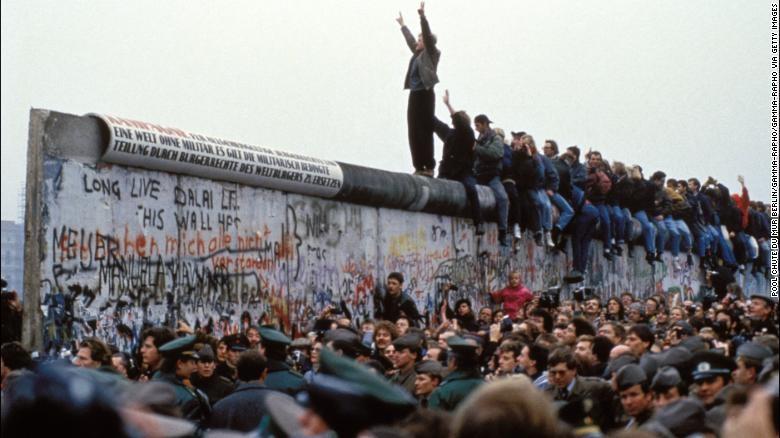 Три децении од падот на Берлинскиот ѕид