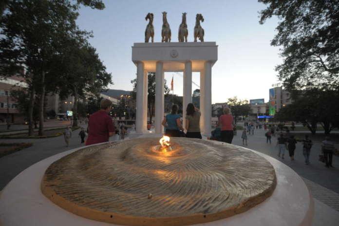 Кој го изгасна вечниот оган на Споменикот на паднатите херои?