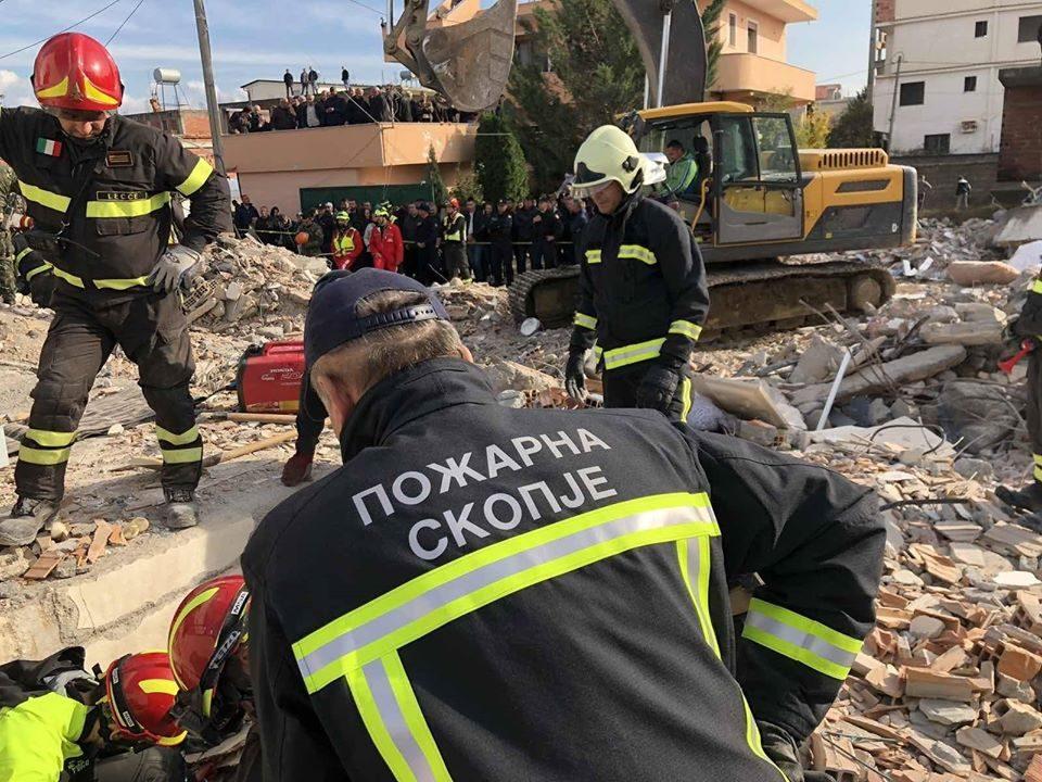 Заев: Републичките сили за заштита кои помагаа во Албанија по земјотресот заслужуваат највисока почит