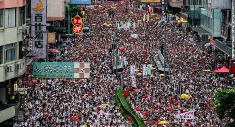 За шест месеци кон демонтрантите во Хонг Конг испукани 10.000 гумени куршуми