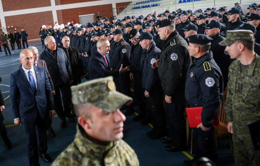 Албанскиот претседател ги одликува безбедносните сили на Косово за помошта по земјотресот