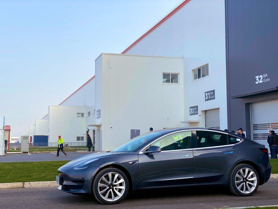 Тесла ги испорача првите автомобили произведени во Кина