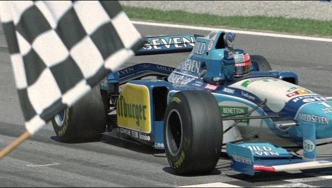 Формула 1 го враќа црно-белото знаме како сигнал за крај на трките