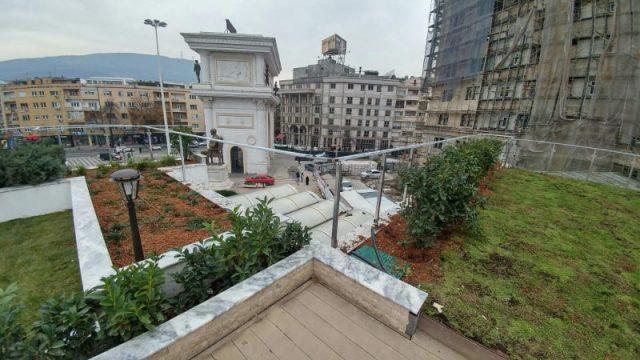 (ФОТО) Голи жици и скршени плочки на зелениот покрив на ГТЦ