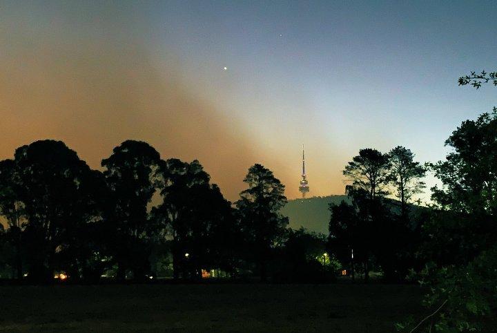 (ВИДЕО) Главниот град на Австралија прекриен од токсичен облак од чад