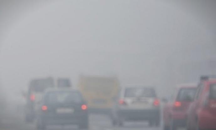 Магла и намалена видливост на повеќе патни правци