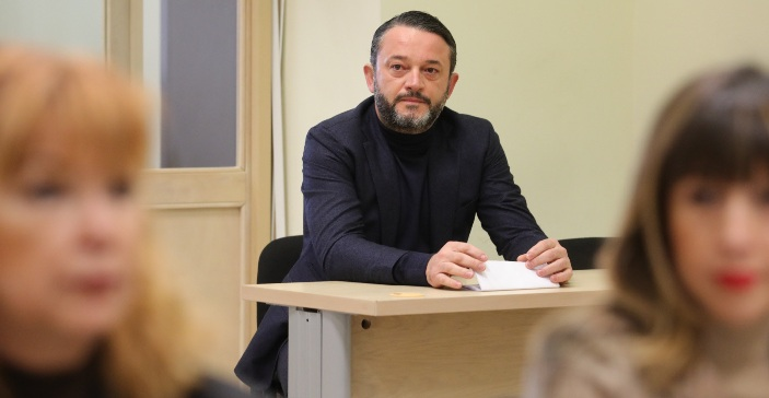 Боки 13 и Орце Камчев се скараа пред Судот: Полицијата ги спречи да не се степаат