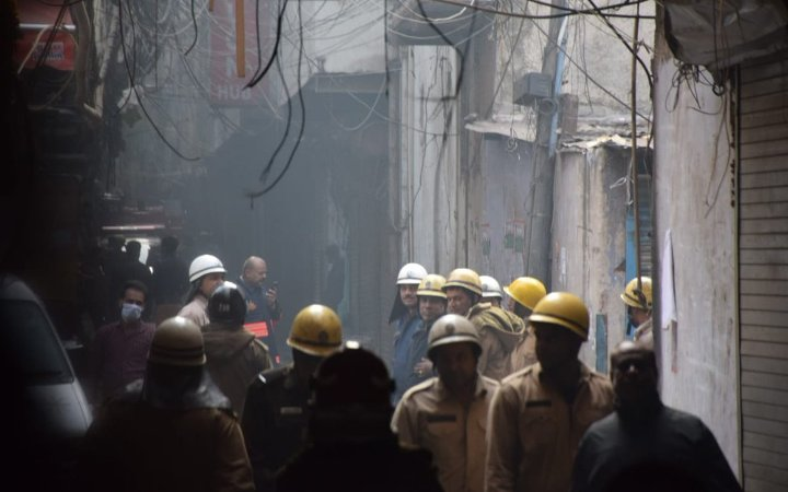 Во пожар во фабрика во Њу Делхи загинаа 43 работници