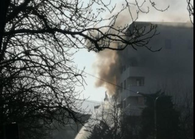 (ФОТО) Се запалија два стана во зграда на Рузвелтова