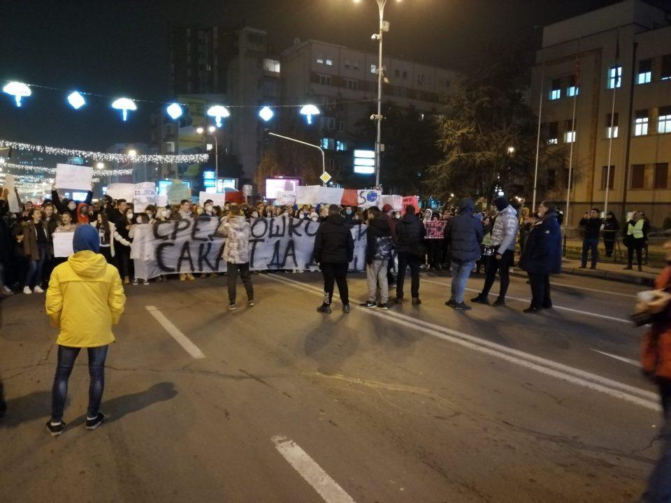 Средношколците и студентите се приклучија на протестниот марш за чист воздух