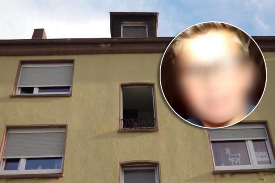 (ВИДЕО) Кучиња случајно пронашле момче заробено две години во орман на педофил