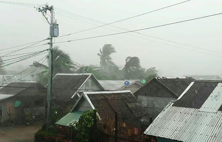 Тајфунот Камури предизвика евакуација на околу 200.000 луѓе на Филипините