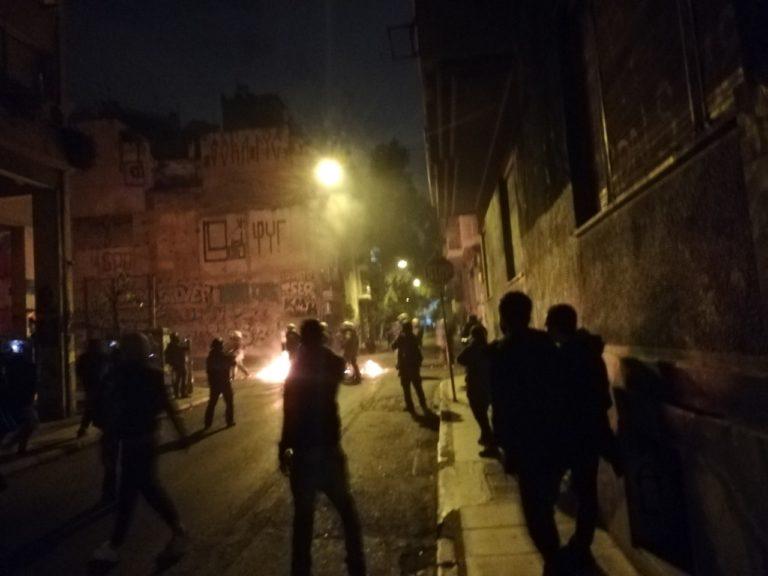 Судири меѓу полицијата и маскирани лица во Атина