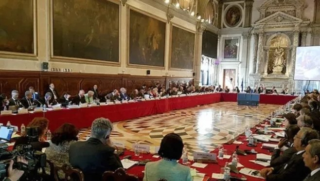 Венецијанска комисија препорача да се напуштат одредбите за двојазичност на судските постапки