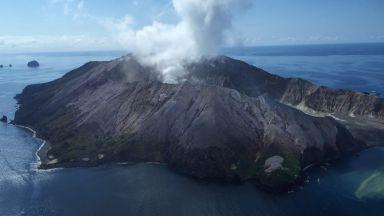 Најмалку пет загинати и исчезнати по ерупција на вулкан на Нов Зеланд