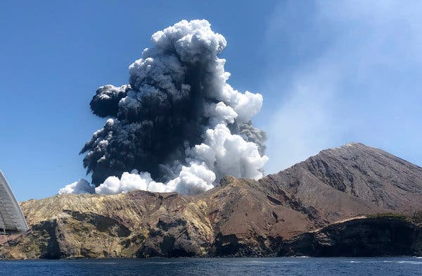 Нуркачите ги бараат телата на исчезнатите од ерупцијата на вулканот во Нов Зеланд