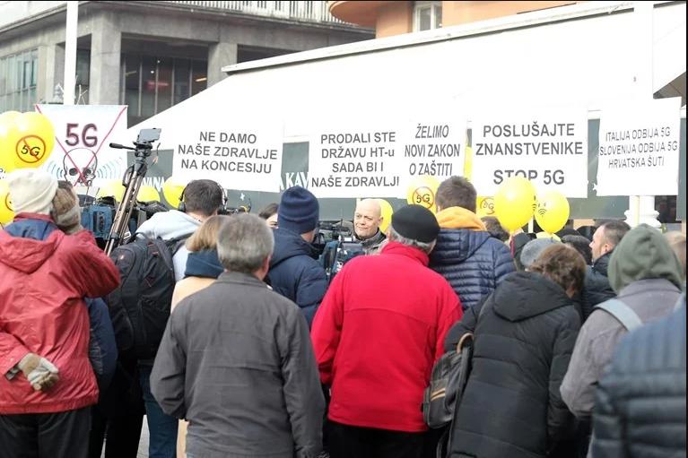 (ФОТО) Протести низ Хрватска против 5Г мрежата