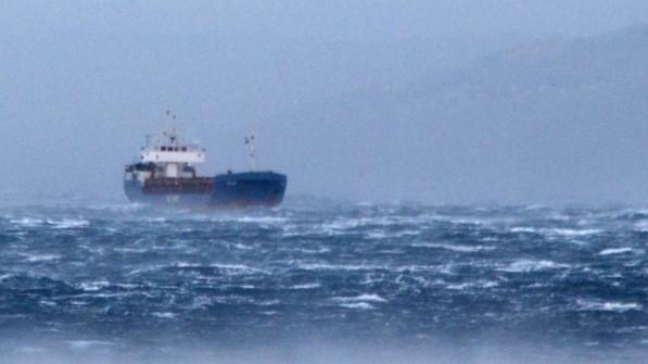 Силниот ветер го блокира поморскиот сообраќај Албанија-Италија