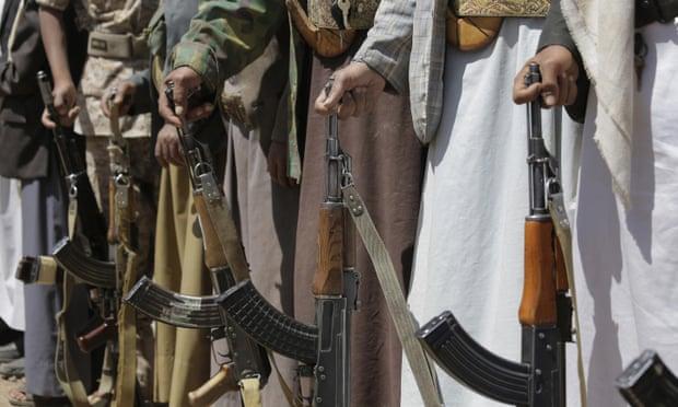 Хути бунтовниците убиле најмалку 70 јеменски војници во ракетен напад врз џамија