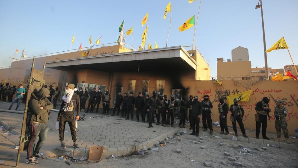 Организаторите на протестите пред Амбасадата на САД во Багдад наредија повлекување