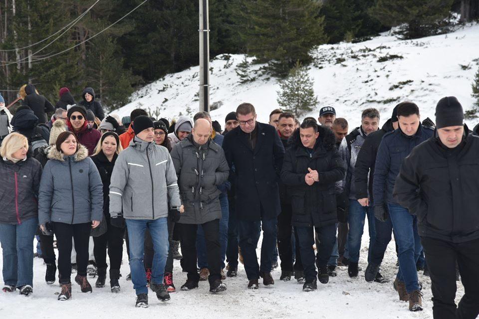 Мицкоски од Попова Шапка порача дека Македонија одново се наоѓа на крстопат каде се носи одлука за нејзината иднина