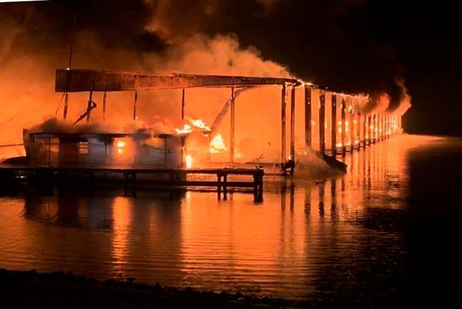 Пожар проголта 35 бродови во Алабама, најмалку осуммина загинати