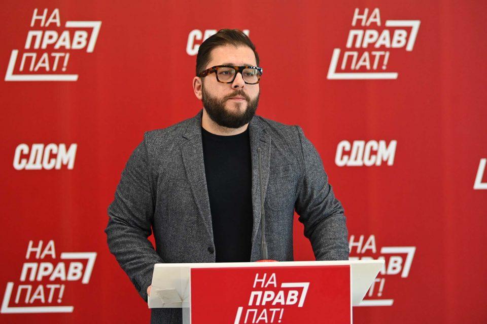 Петров се пофали: Платите растат, се повеќе пари завршуваат кај граѓаните