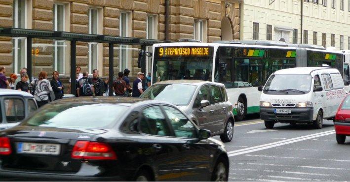 Словенци плаќале од 200 до 4.000 евра за да положат тестови за возачки испит