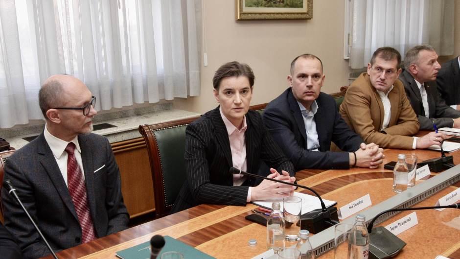 Србија со слични мерки против аерозагадувањето како Македонија, за премиерката нема место за паника