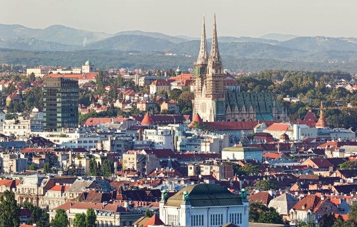 Словенија се закани дека ќе ја тргне Хрватска од списокот на безбедни од Ковид-19