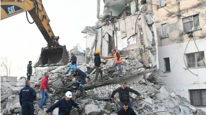 Албанија: Поради последиците од земјотресот издадени 38 наредби за апсење