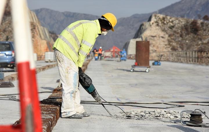 Кинезите коишто градат автопат во Црна Гора ставени под здравствен надзор